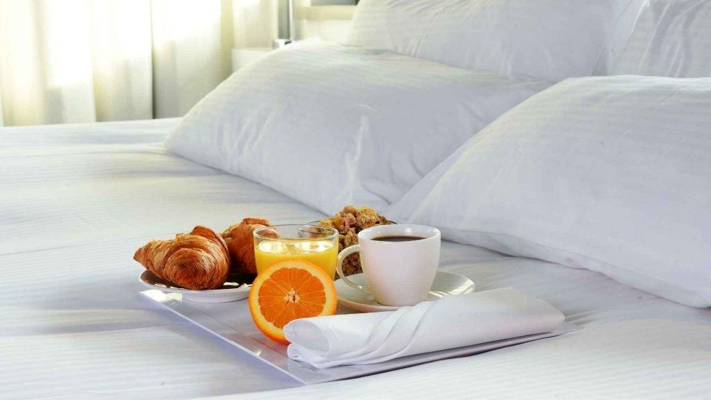 hotel breakfast room service snezny